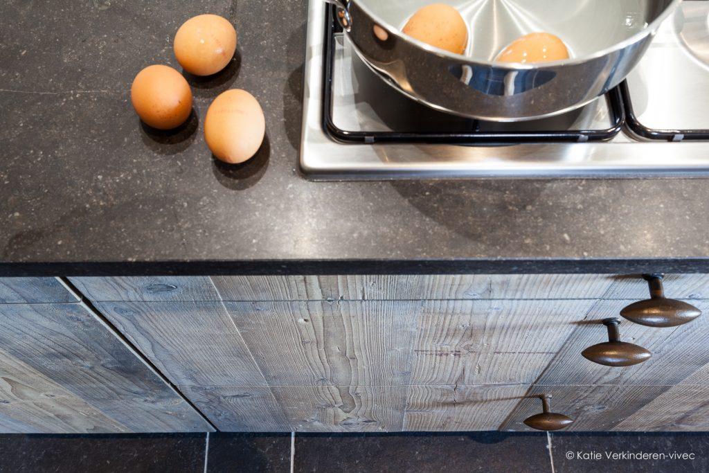 detail van een rustieke keuken