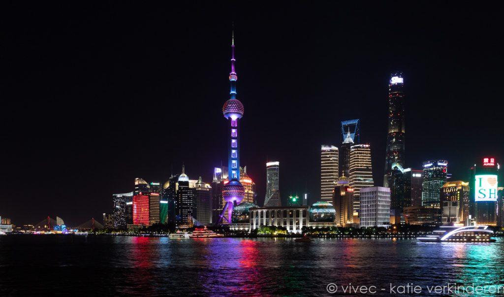 zicht op Pudong vanop de Bund in Shanghai
